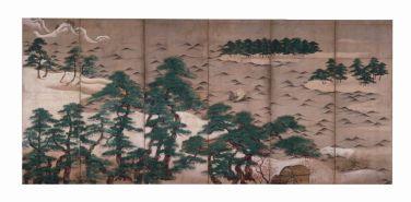 Fig. 1 Pini sulla spiaggia Metà del XV secolo (periodo Muromachi) Coppia di paraventi a sei ante Inchiostro, colore e polvere d'argento su carta, cm 159,7 x 355,8 (ciascun paravento) Designato importante proprietà culturale (Jūyō bunkazai) Bunkachō (Agenzia per gli Affari culturali del Giappone)