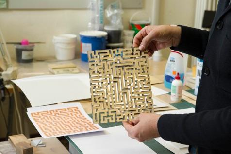 11) Istituto dei Ciechi di Milano, modello in legno per realizzare la matrice tattile dell'opera Red Meander di Anni Albers © Marco Rolando