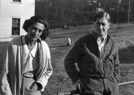 7) Ted Dreier Untitled (Anni and Josef Albers, Black Mountain College, 1938), 1938, stampa in gelatina d'argento 2018 The Josef and Anni Albers Foundation