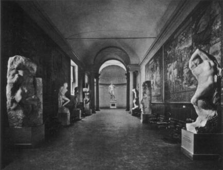 Galleria_dell'accademia,_galleria_degli_arazzi_negli_anni_sessanta